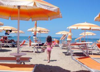 denunciato-molestatore-vicenza-foto-bambine-spiaggia-rimini