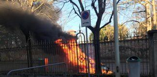 auto incendiata abbiategrasso